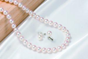 ふるさと納税で貰えるアコヤ真珠(花珠真珠ネックレス・イヤリング特別2点セット)